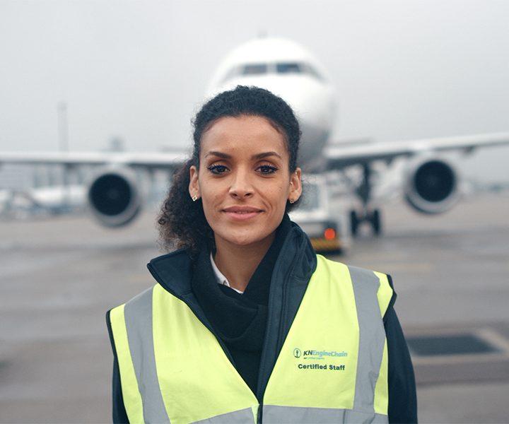 Flughafen Mitarbeiterin Kühne + Nagel