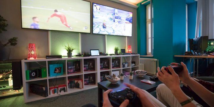 Gamer im esports Leistungszentrum der envia TEL in Halle